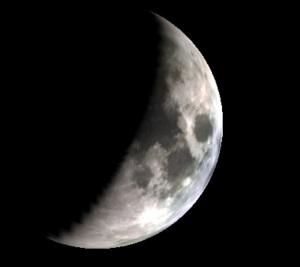 顔のような月